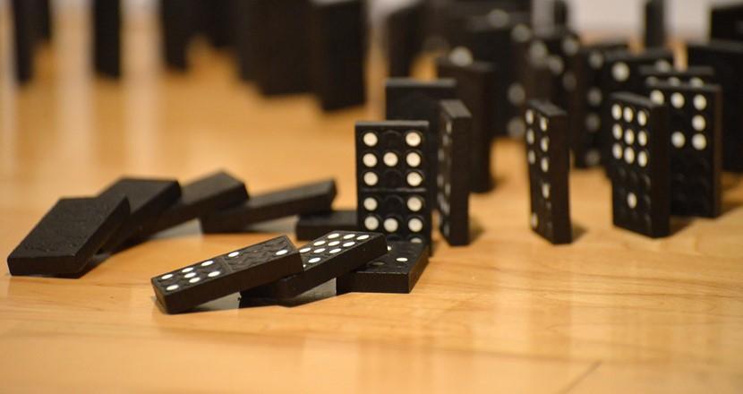 SOD1-proteinerna faller som dominobrickor.